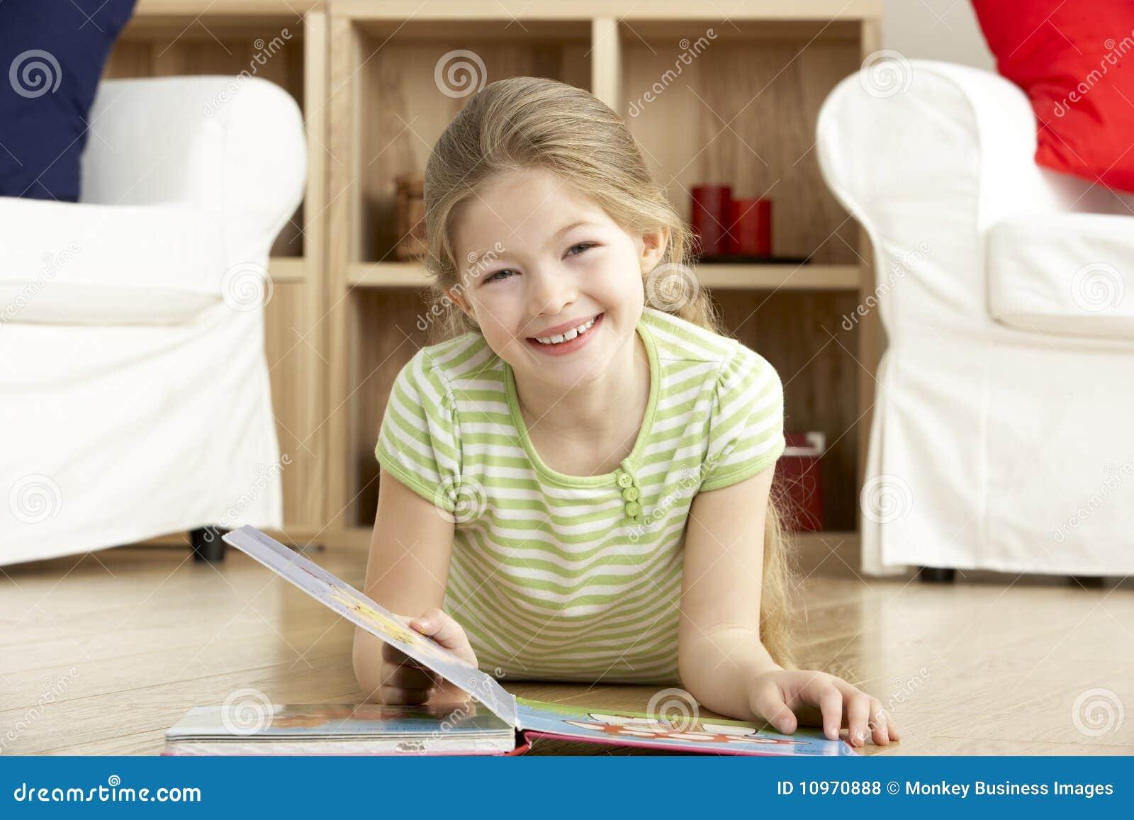 Het jonge Boek van de Lezing van het Meisje thuis