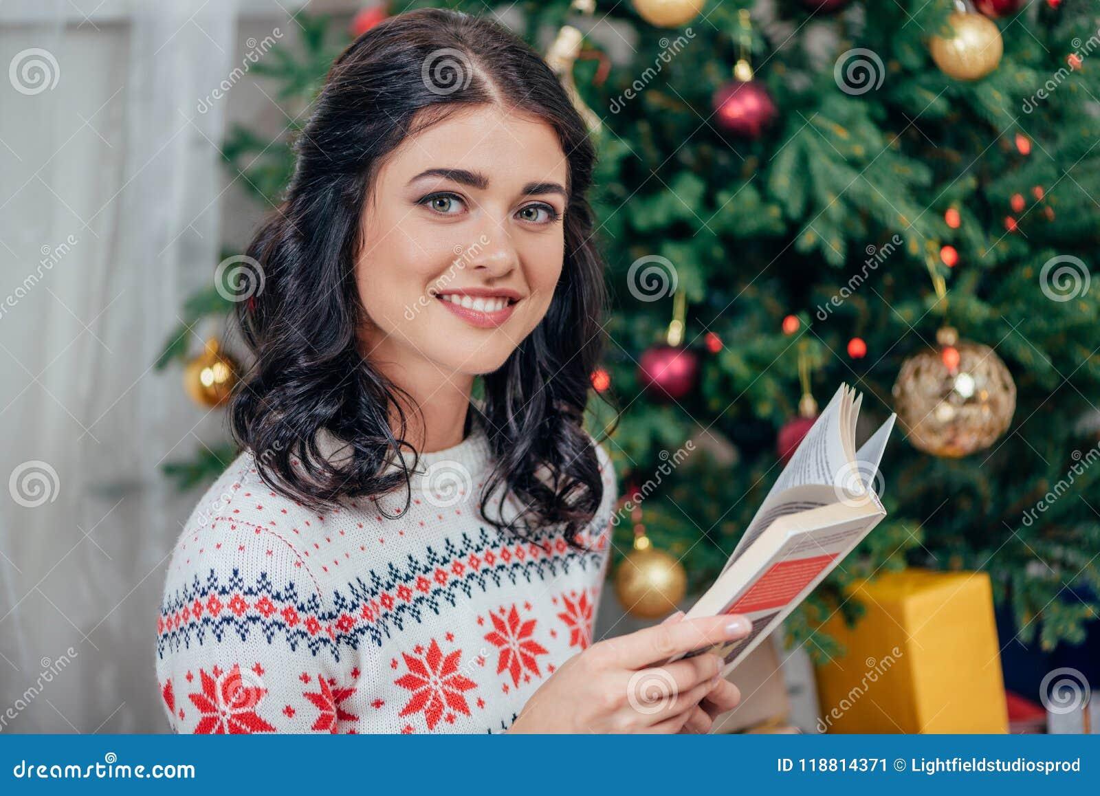 Het jonge gelukkige van de het boek? motie van de vrouwenlezing onduidelijke beeld