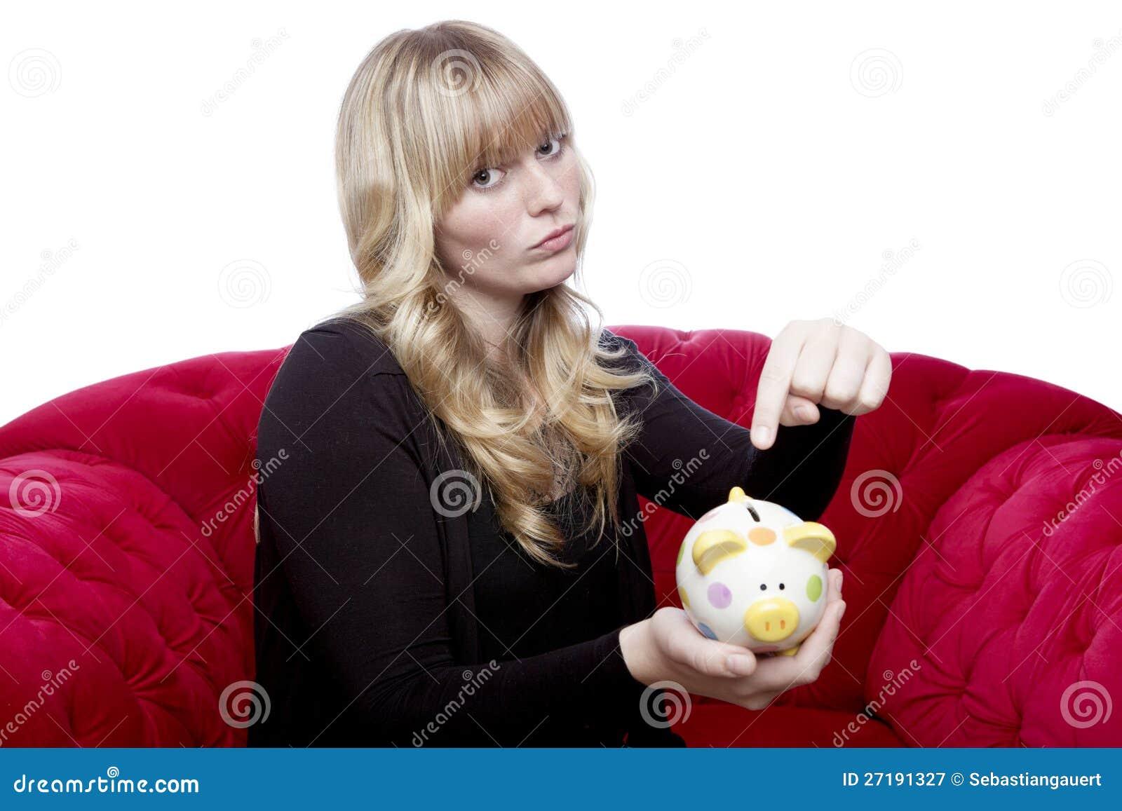 Het jonge meisje wil geld in haar piggybank
