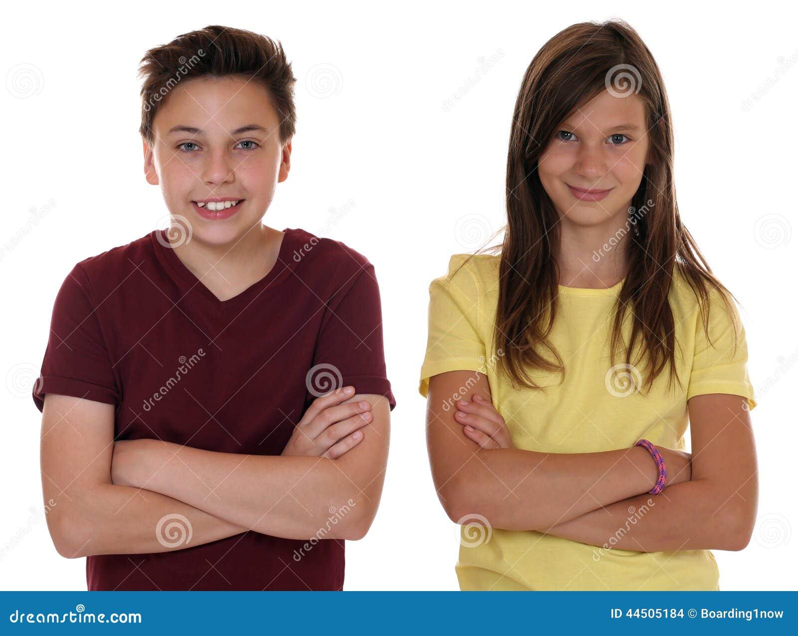 Het jonge portret van tienerkinderen met gevouwen wapens