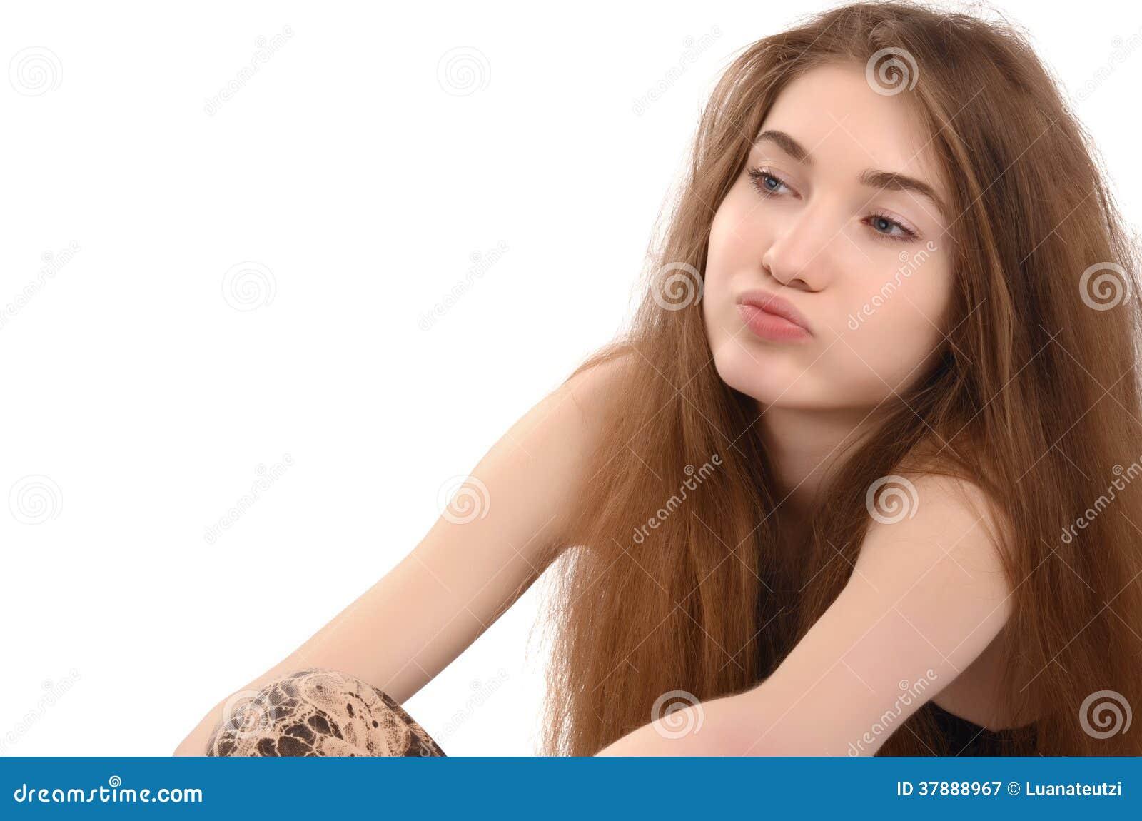 Het jonge vrouwenzitting neer ongelukkig zuchten.