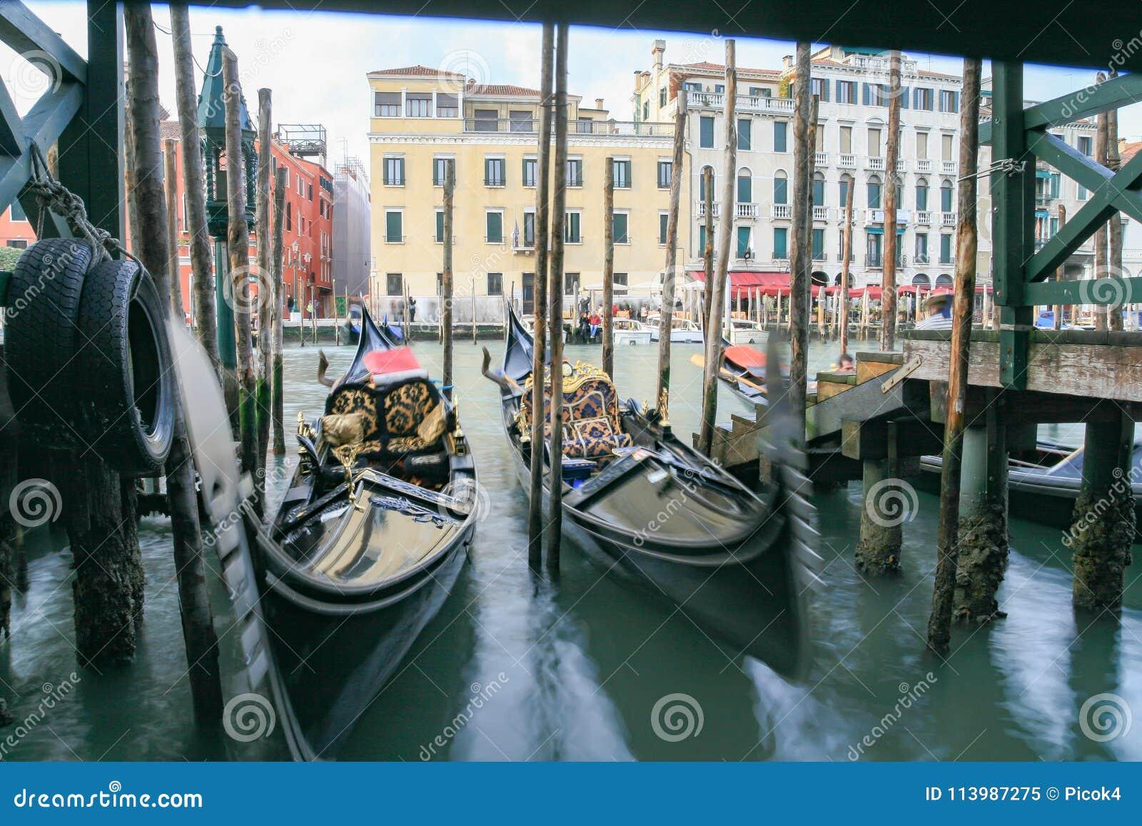 Het Kanaal Grande, in Venetië, met Gondels