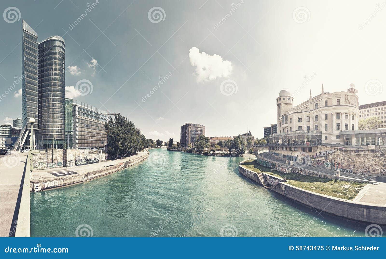Het Kanaal van Donau van Wenen - Oostenrijk