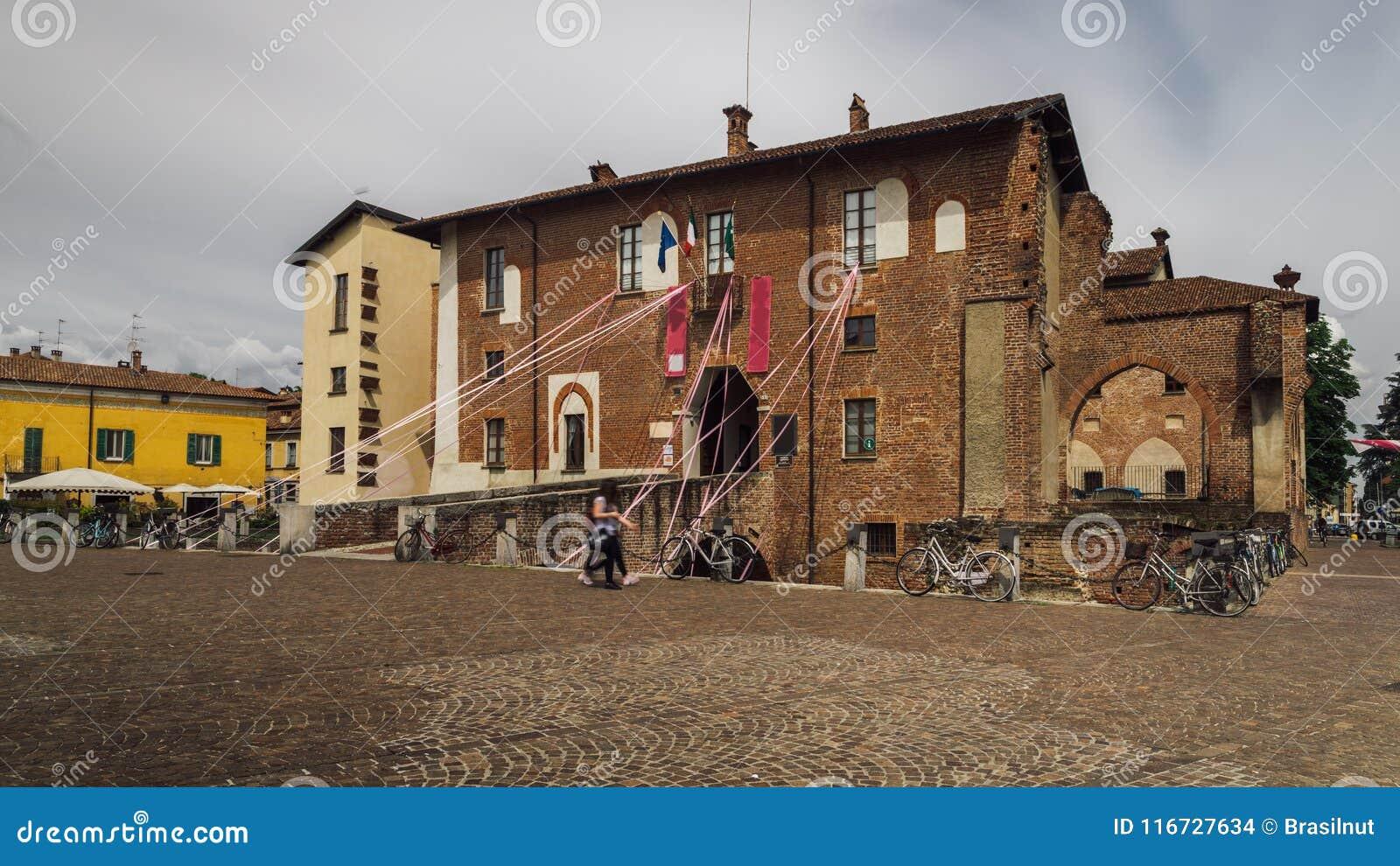Het Kasteel van Abbiategrassovisconti, in 1382 door Gian Galeazzo Visconti boven een reeds bestaand de 13de eeuwvestingwerk dat w