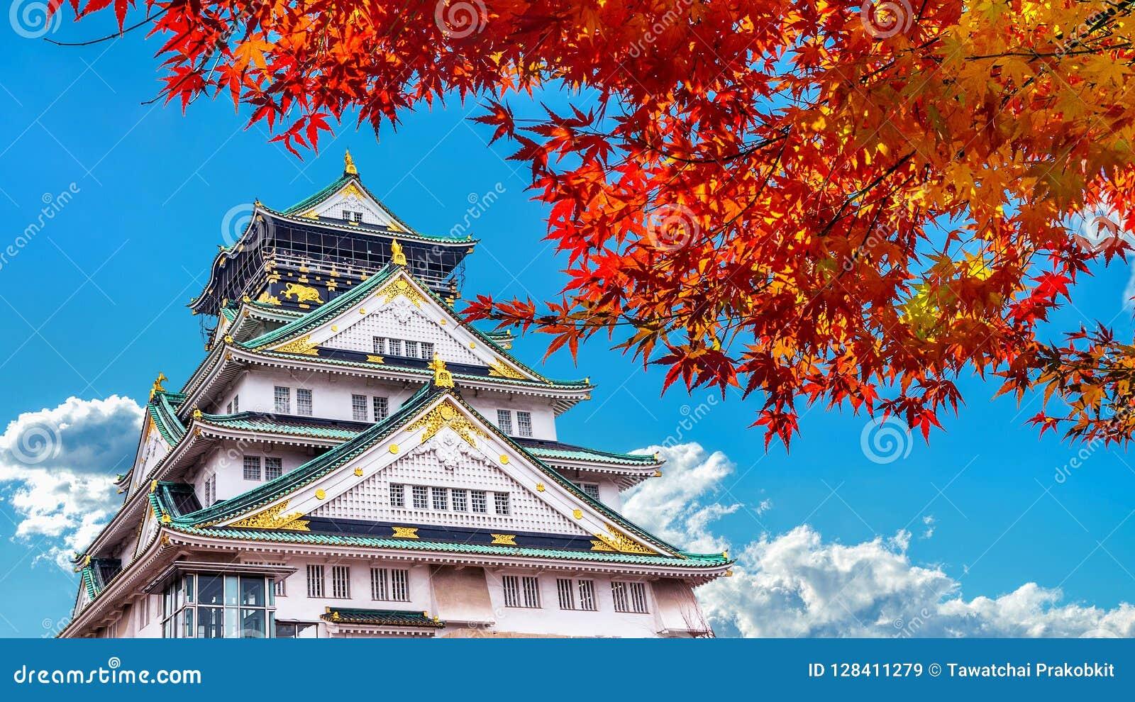 Het kasteel van Autumn Season en van Osaka in Japan