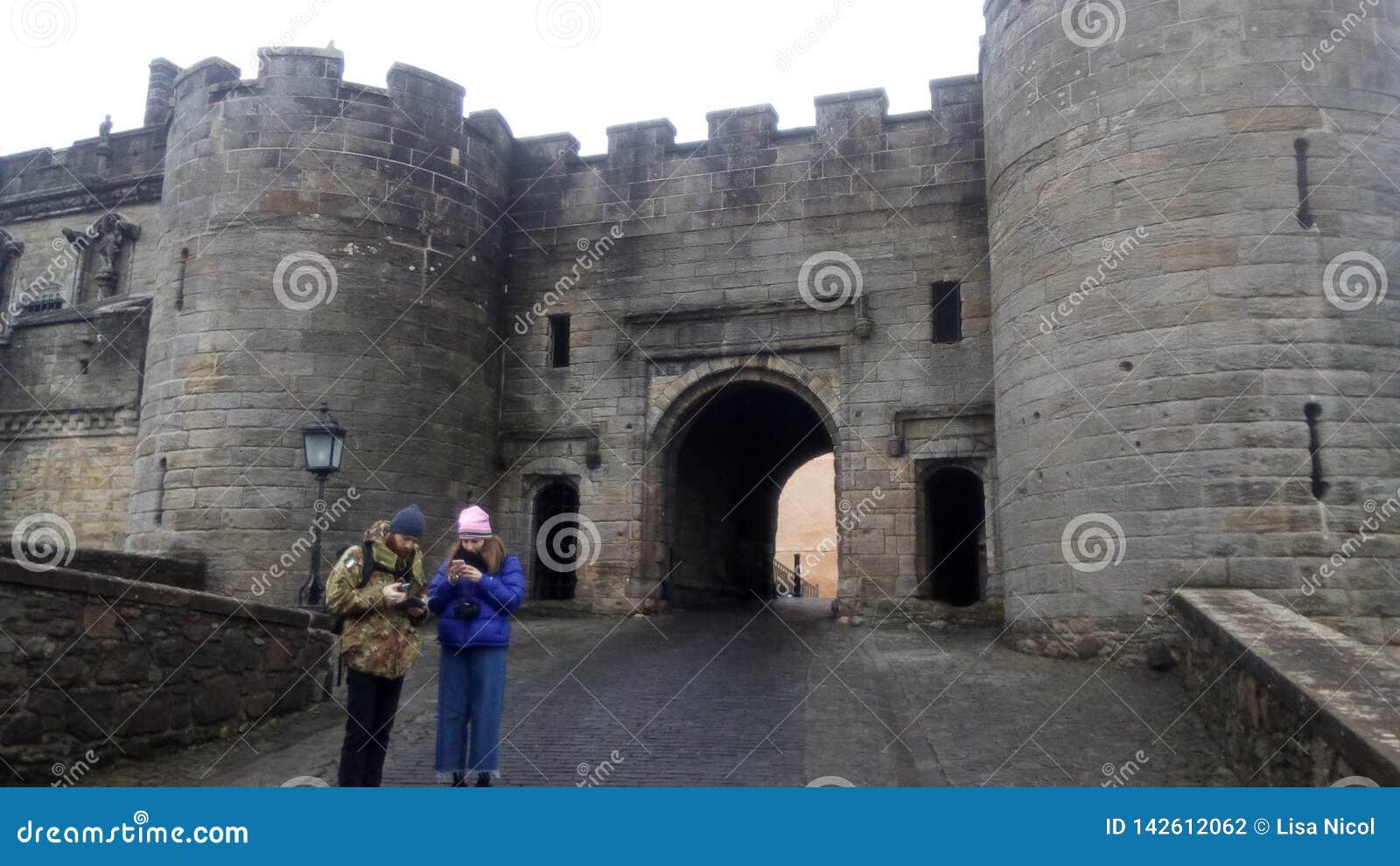 Het kasteel van Edinburgh van de buitenkant