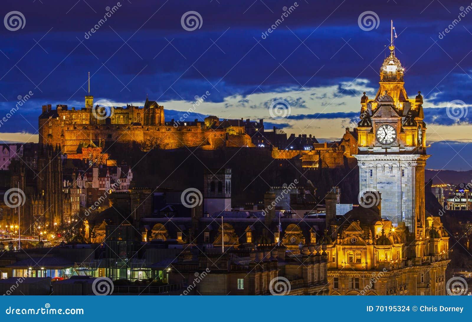Het Kasteel van Edinburgh en het Balmoral-Hotel in Schotland
