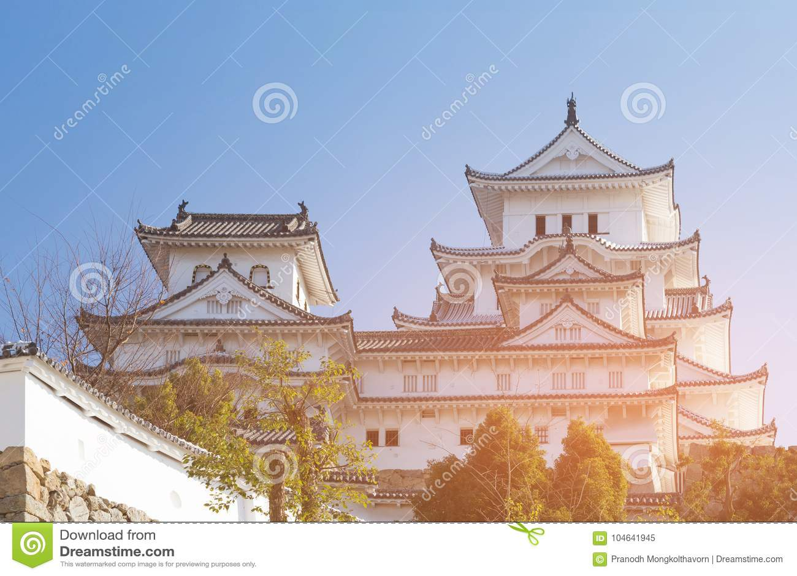 Download Het Kasteel Van Himeji Tegen Duidelijke Blauwe Hemelachtergrond Stock Afbeelding - Afbeelding bestaande uit achtergrond, keizer: 104641945