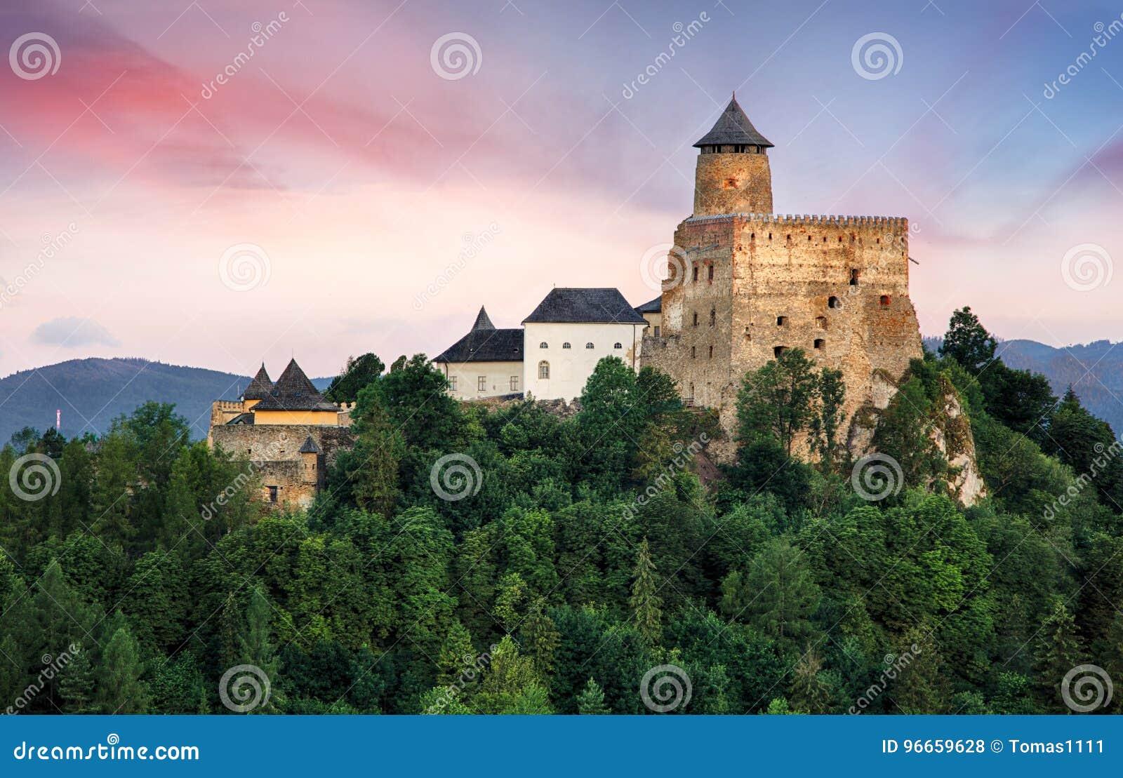 Het kasteel van Staralubovna het oriëntatiepunt in van Slowakije, Europa