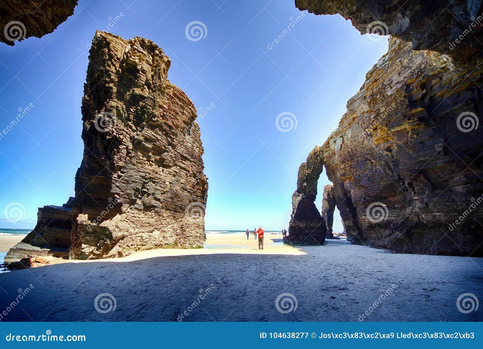 Download Het Kathedralenstrand Met De Rotsen Erosioned Door De Actie Van Het Overzees Stock Afbeelding - Afbeelding bestaande uit steen, boog: 104638277