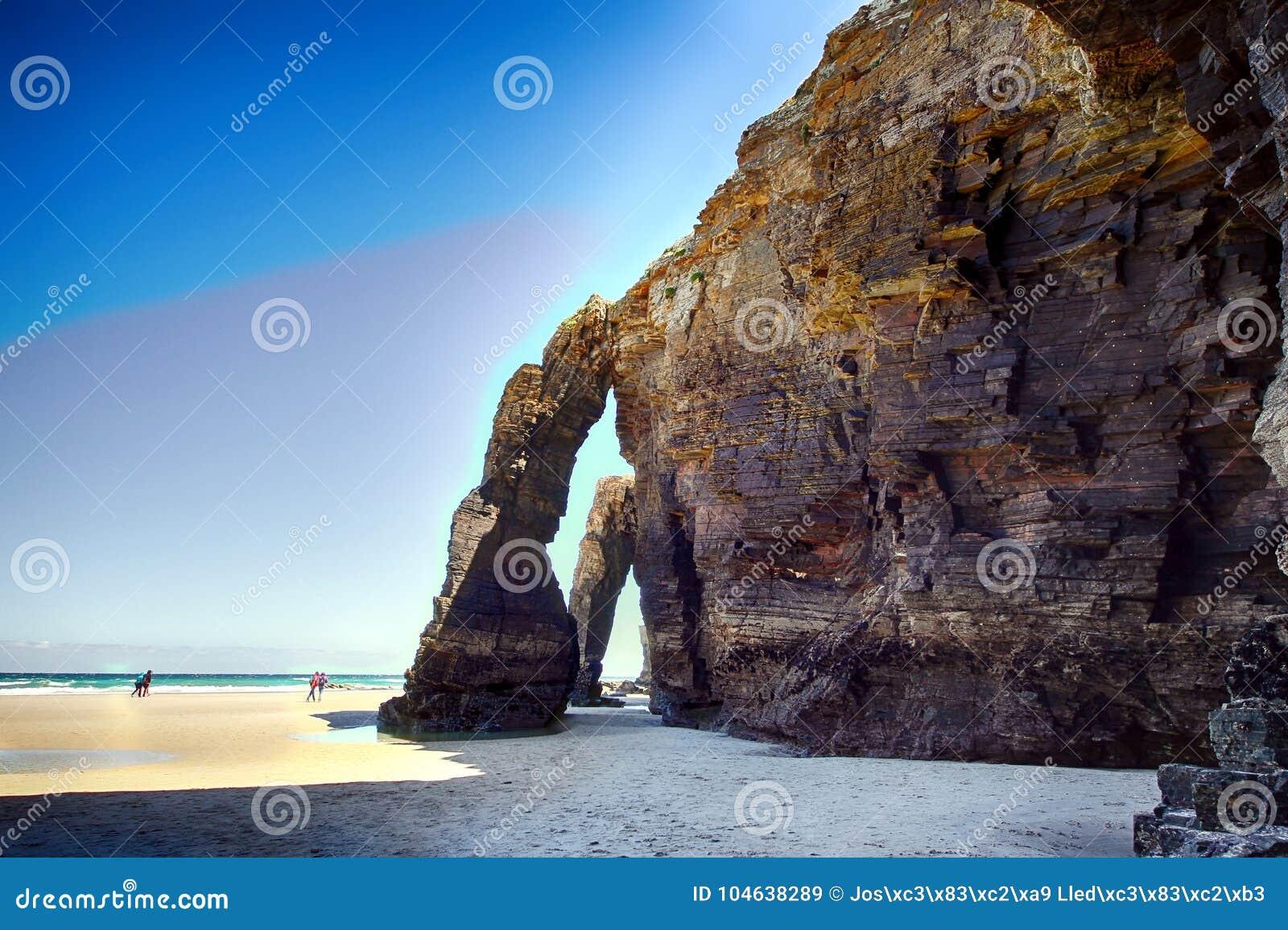 Download Het Kathedralenstrand Met De Rotsen Erosioned Door De Actie Van Het Overzees Stock Afbeelding - Afbeelding bestaande uit oceaan, kathedralen: 104638289