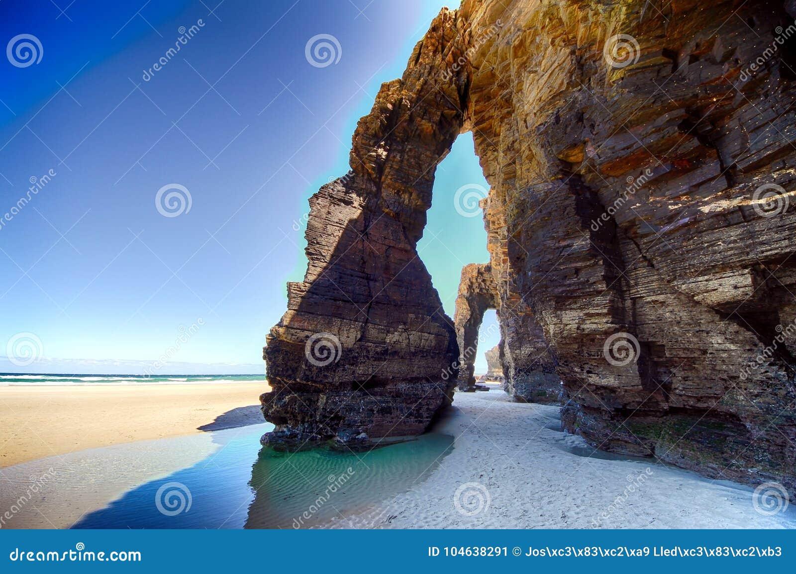 Download Het Kathedralenstrand Met De Rotsen Erosioned Door De Actie Van Het Overzees Stock Afbeelding - Afbeelding bestaande uit klip, spanje: 104638291