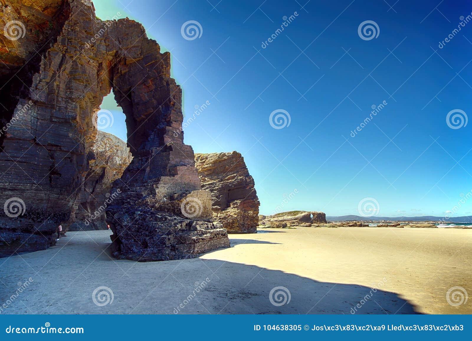 Download Het Kathedralenstrand Met De Rotsen Erosioned Door De Actie Van Het Overzees Stock Afbeelding - Afbeelding bestaande uit strand, landschap: 104638305