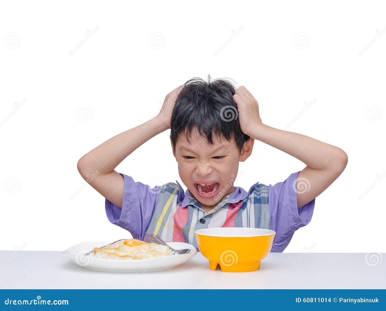 Het kind wil geen voedsel voor lunch eten
