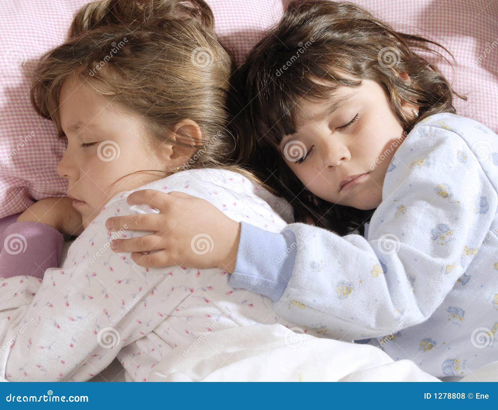 Het kleine meisjes slapen royalty vrije stock foto 39 s afbeelding 1278808 - Foto slaapkamer klein meisje ...