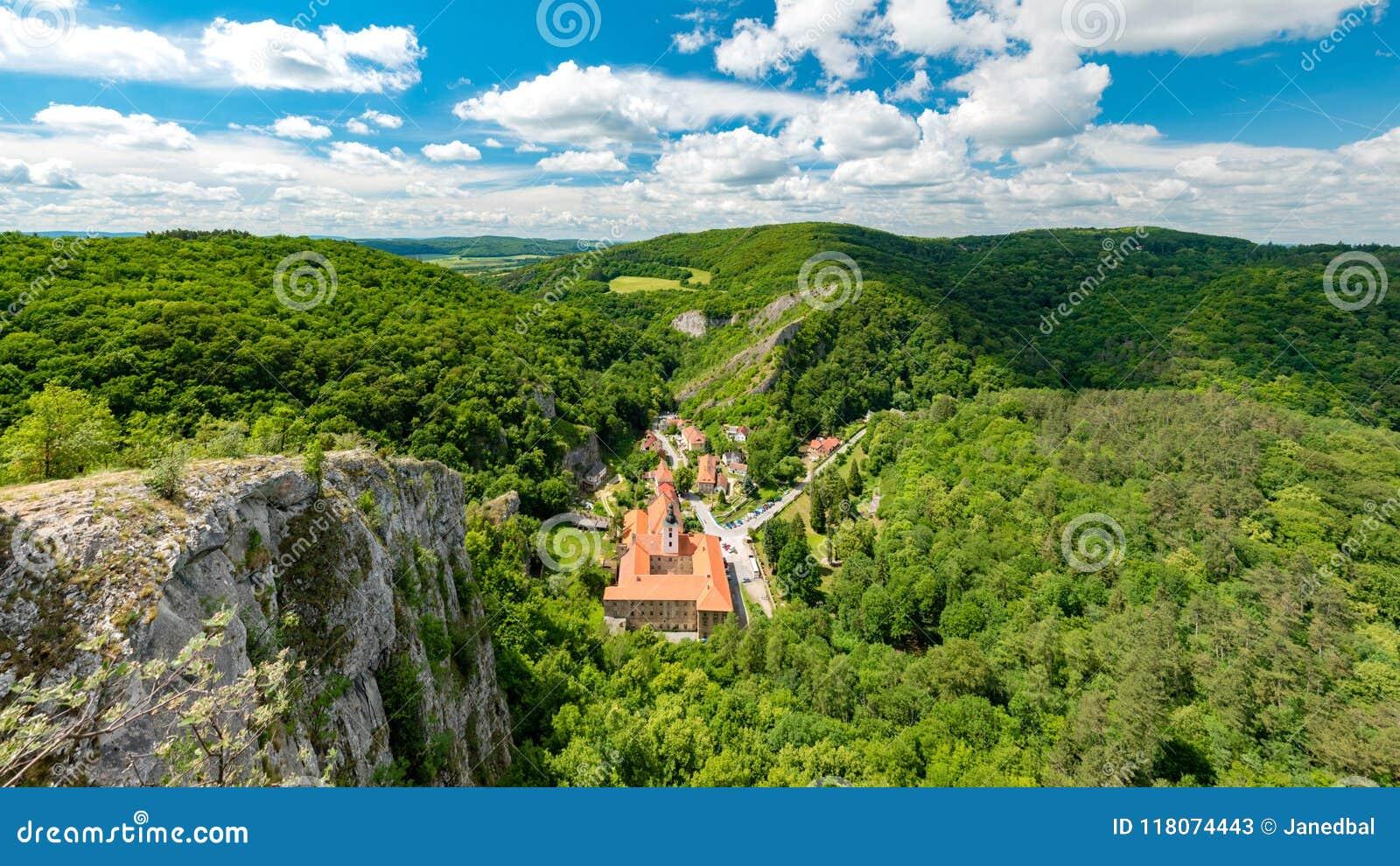 Het klooster van de peulskalou van Svatyjanuari, Beroun-District, Centraal Boheems Gebied, Tsjechische Republiek