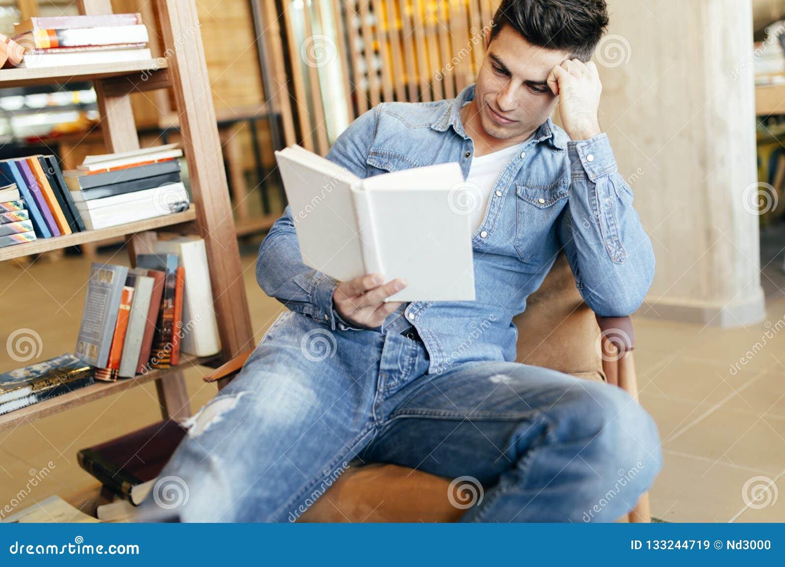 Het knappe mens bestuderen