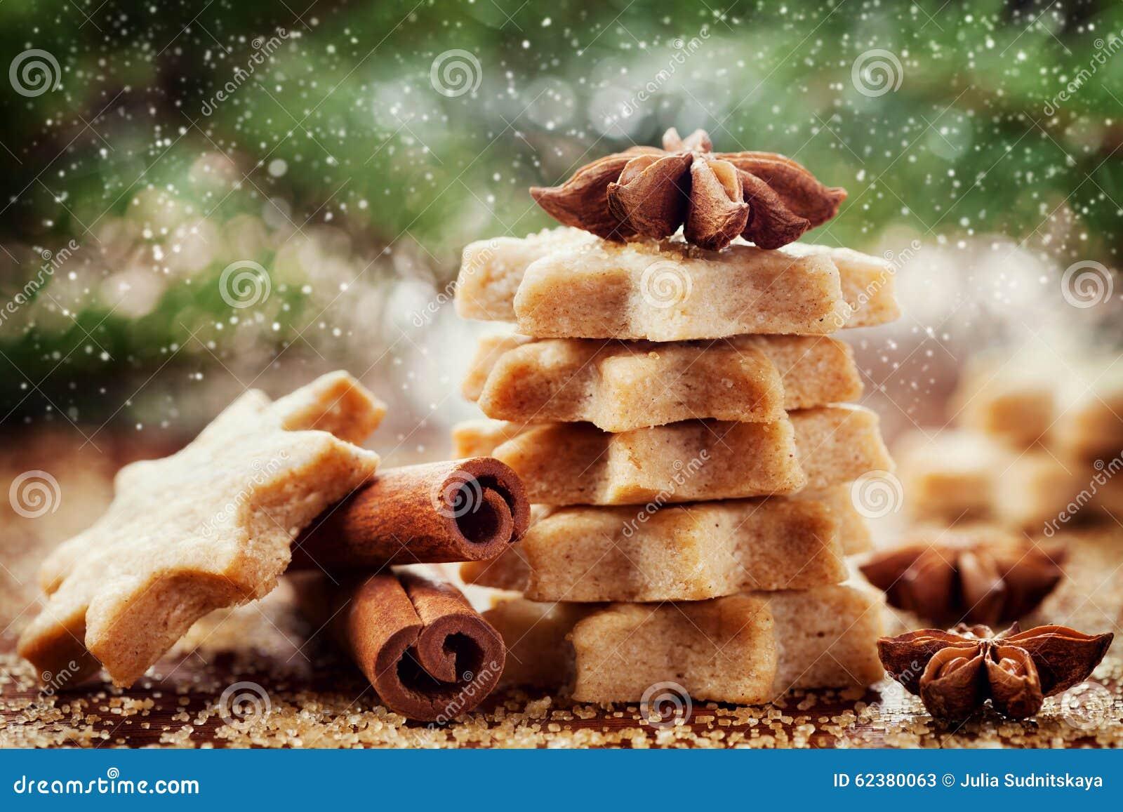 Het koekje of het koekje van de Kerstmiskaneel in vorm van ster