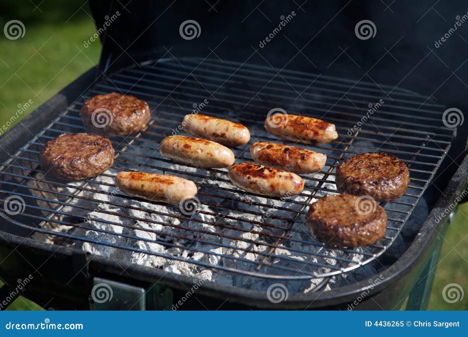 Het Koken van het voedsel op een Barbecue
