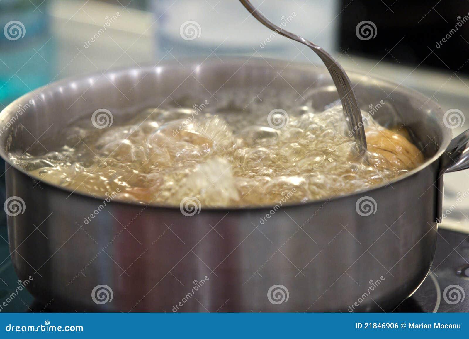 Het koken van het water royalty vrije stock afbeelding beeld 21846906 for Beeldkoken