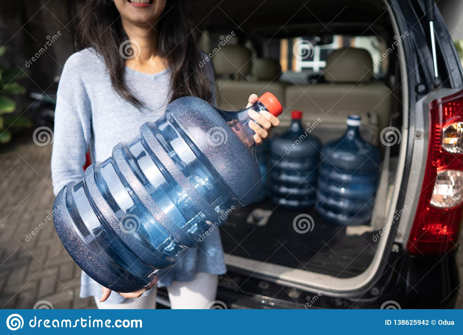 Het kopen van een nieuwe gallon water