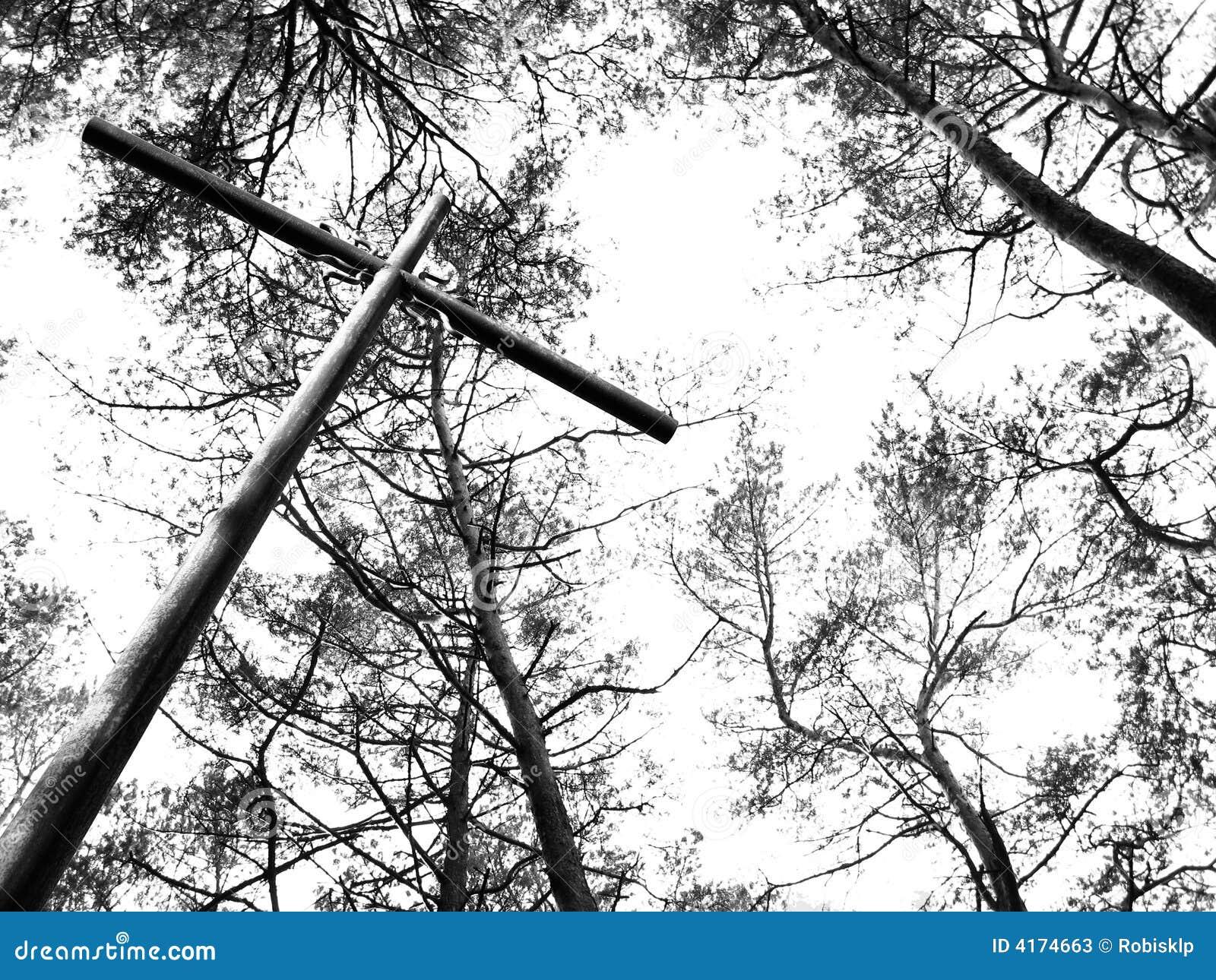 Het kruis en de bomen van het metaal