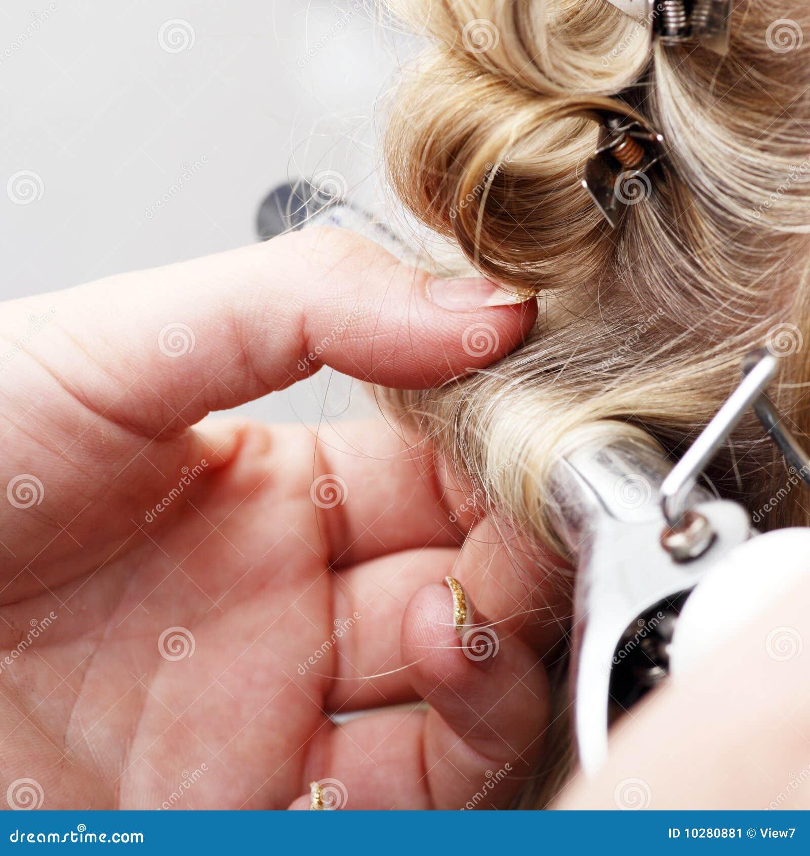 Het krullende haar van de hand