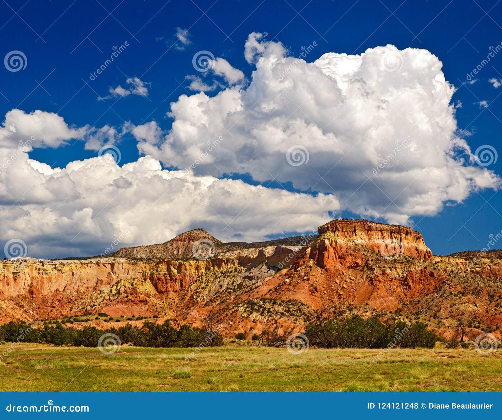 Het landschap en de wolken van Abiquiunew mexico