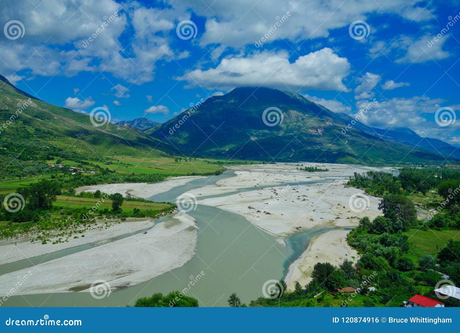 Het landschap van Albanië; Bergen, Rivier en Bos