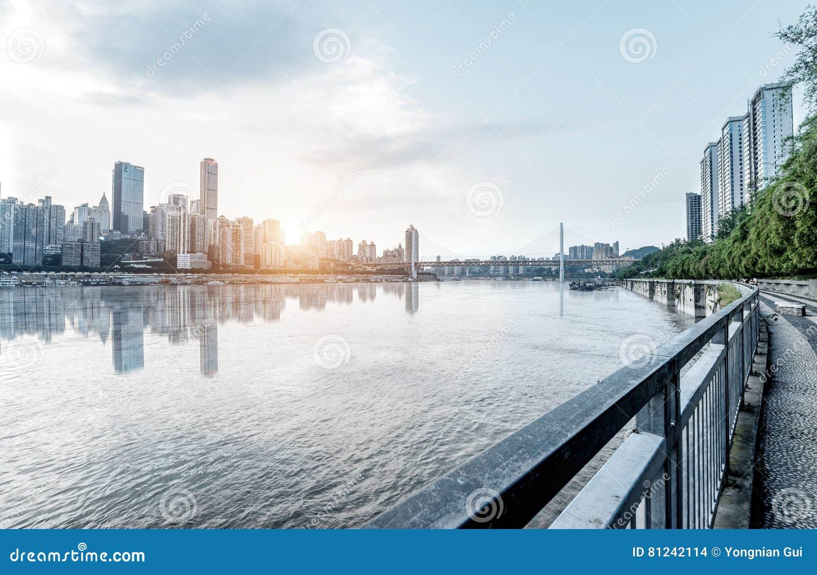 Het landschap van de Chongqingsstad en de Yangtze-Rivier