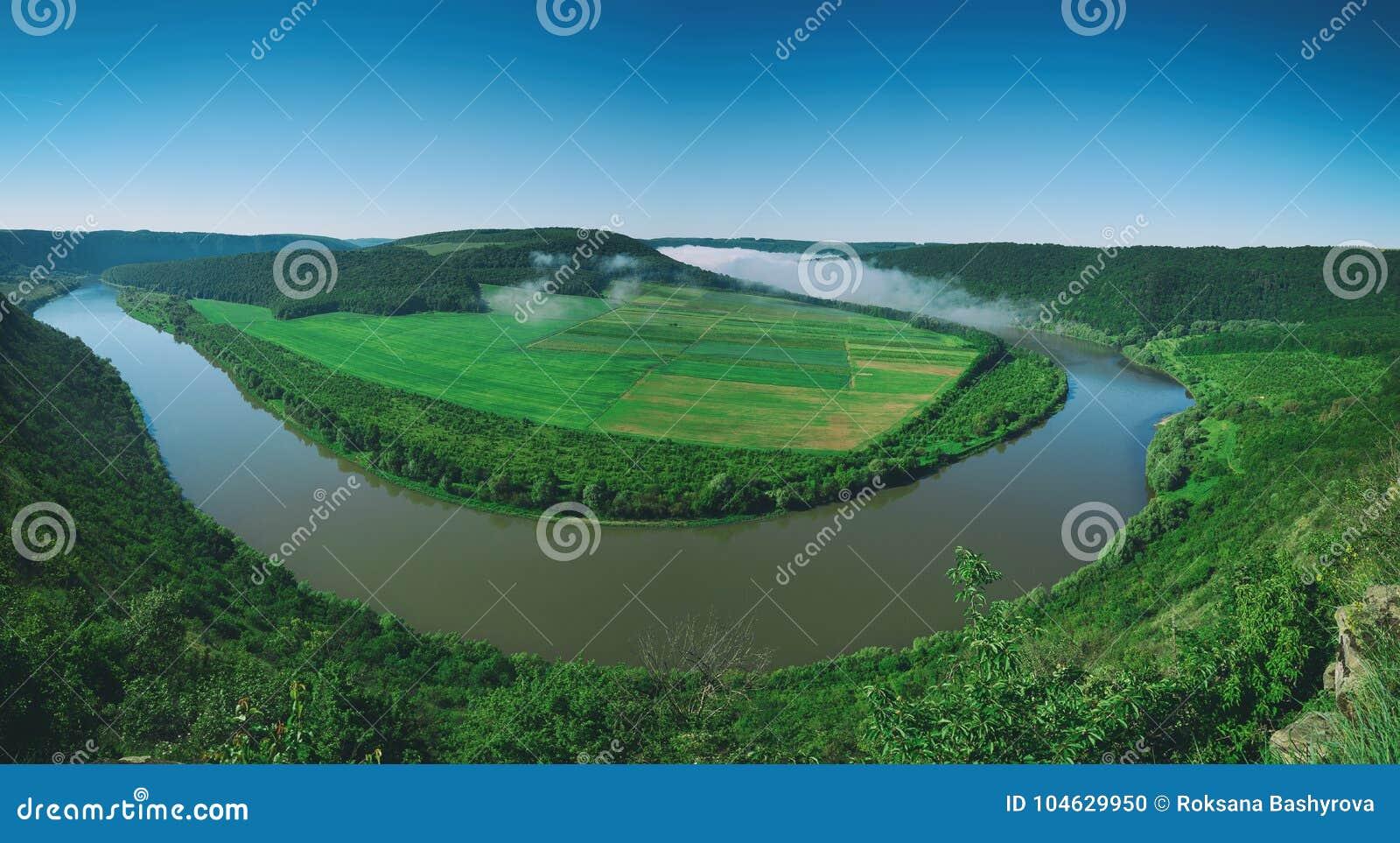 Download Het Landschap Van De Dnisterrivier Stock Foto - Afbeelding bestaande uit panorama, hierboven: 104629950