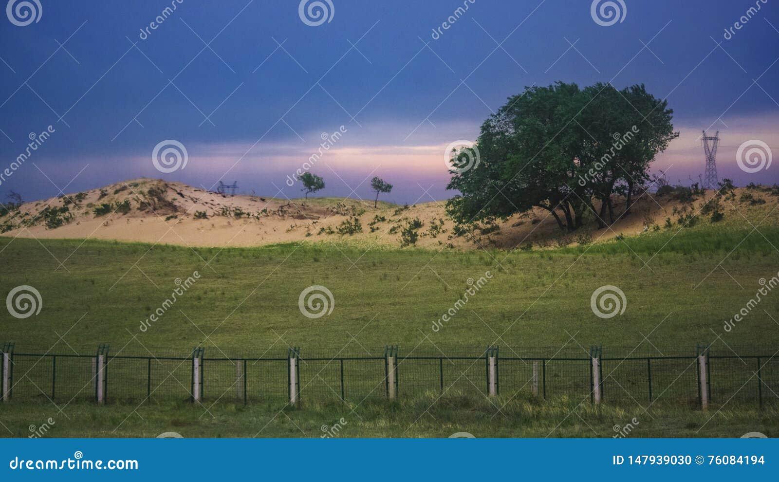 Het landschap van de K1518-trein die overgaan door