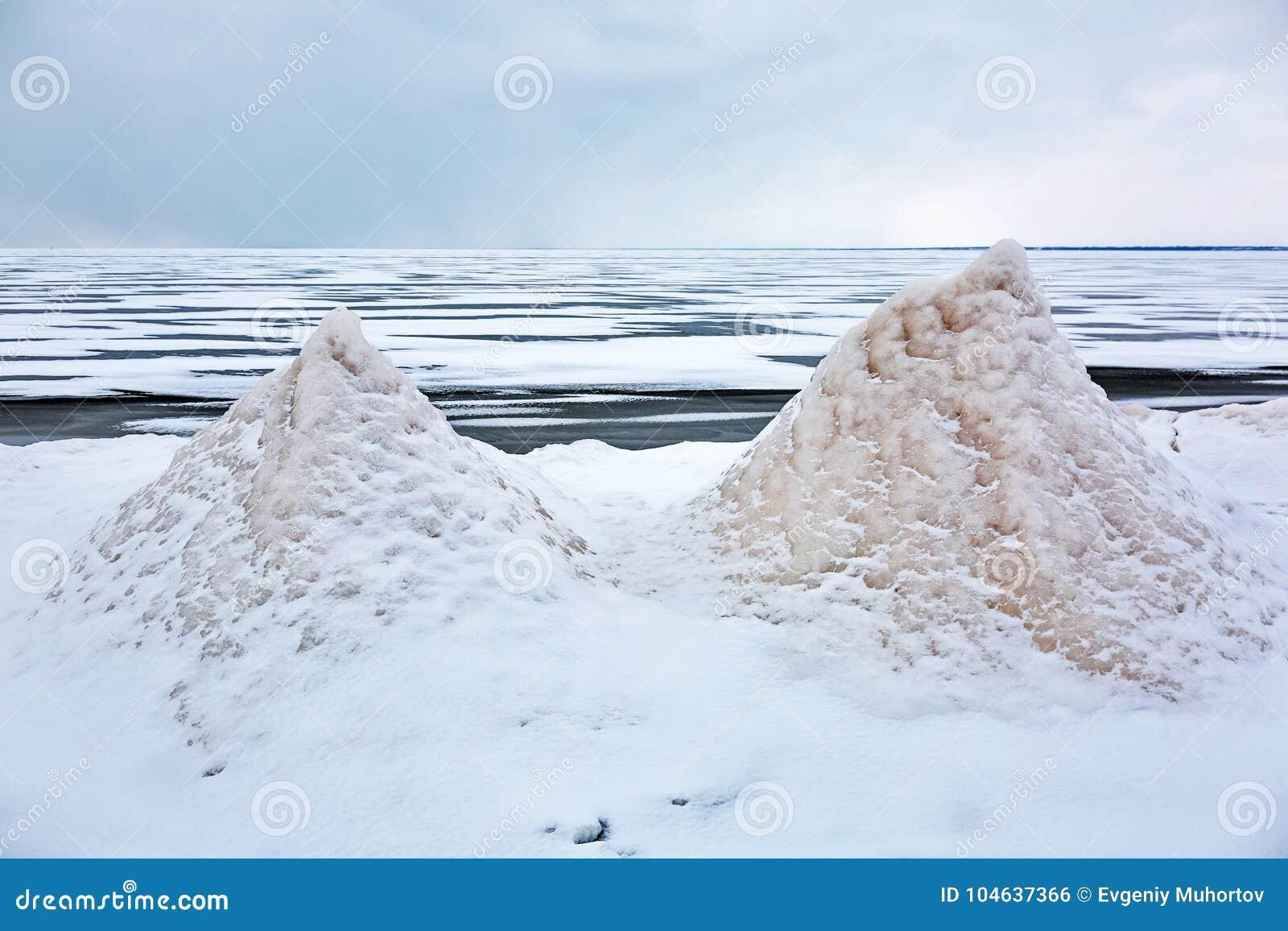 Download Het Landschap Van De Winter Op De Rivier De Ob-Rivier, Siberië Stock Foto - Afbeelding bestaande uit landschap, winter: 104637366