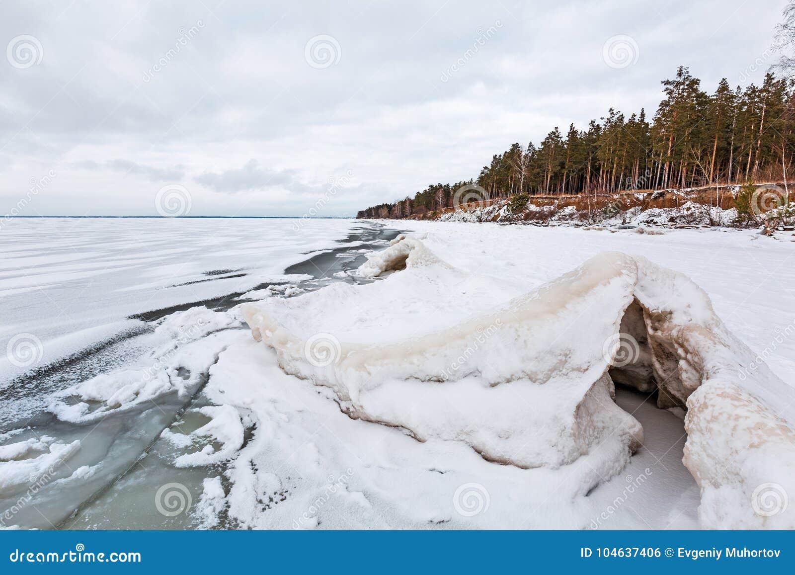 Download Het Landschap Van Het De Winterijs Op De Rivier De Ob-Rivier, Siberië Stock Foto - Afbeelding bestaande uit freezing, d0: 104637406