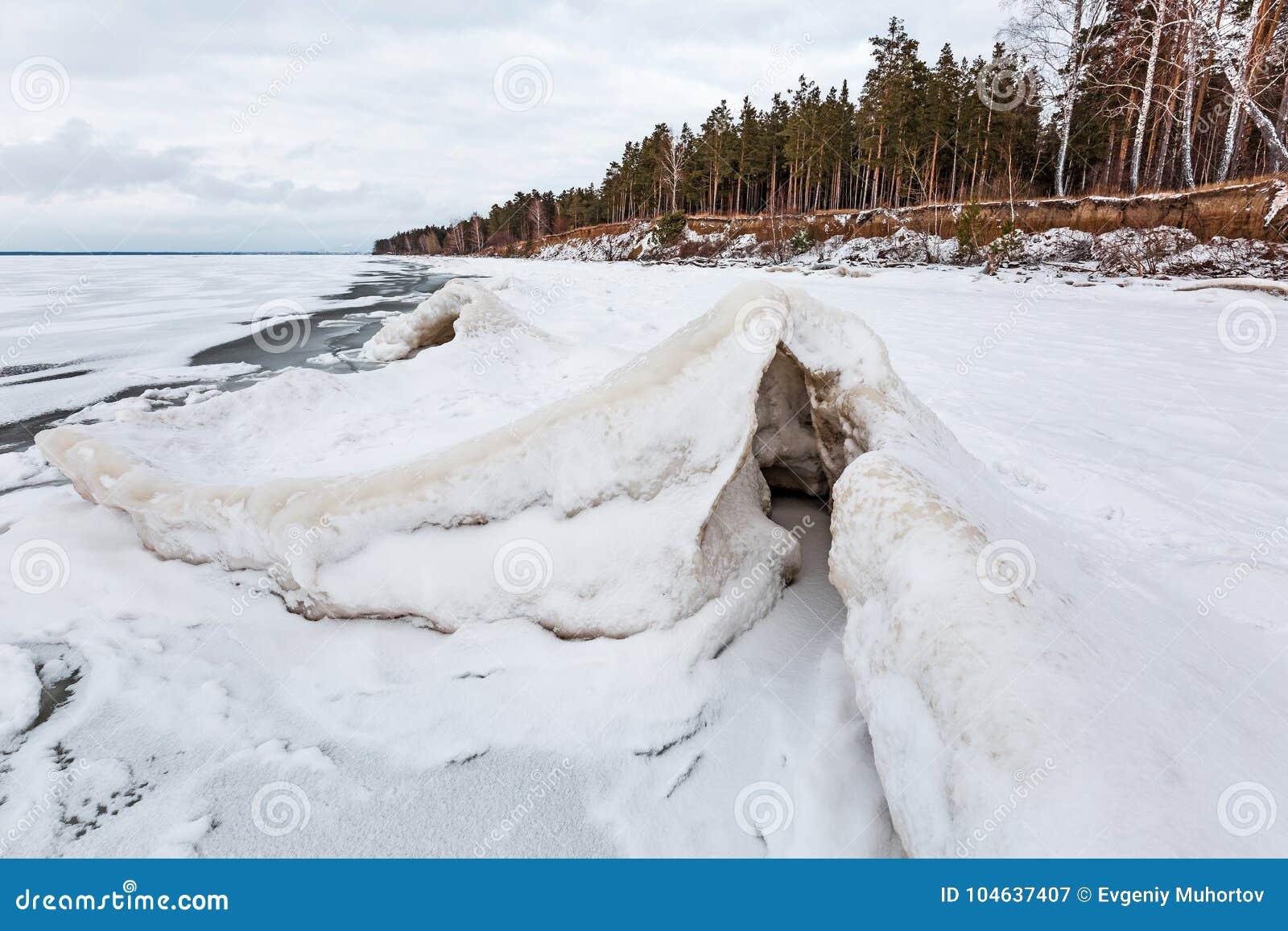 Download Het Landschap Van Het De Winterijs Op De Rivier De Ob-Rivier, Siberië Stock Afbeelding - Afbeelding bestaande uit bevroren, rusland: 104637407