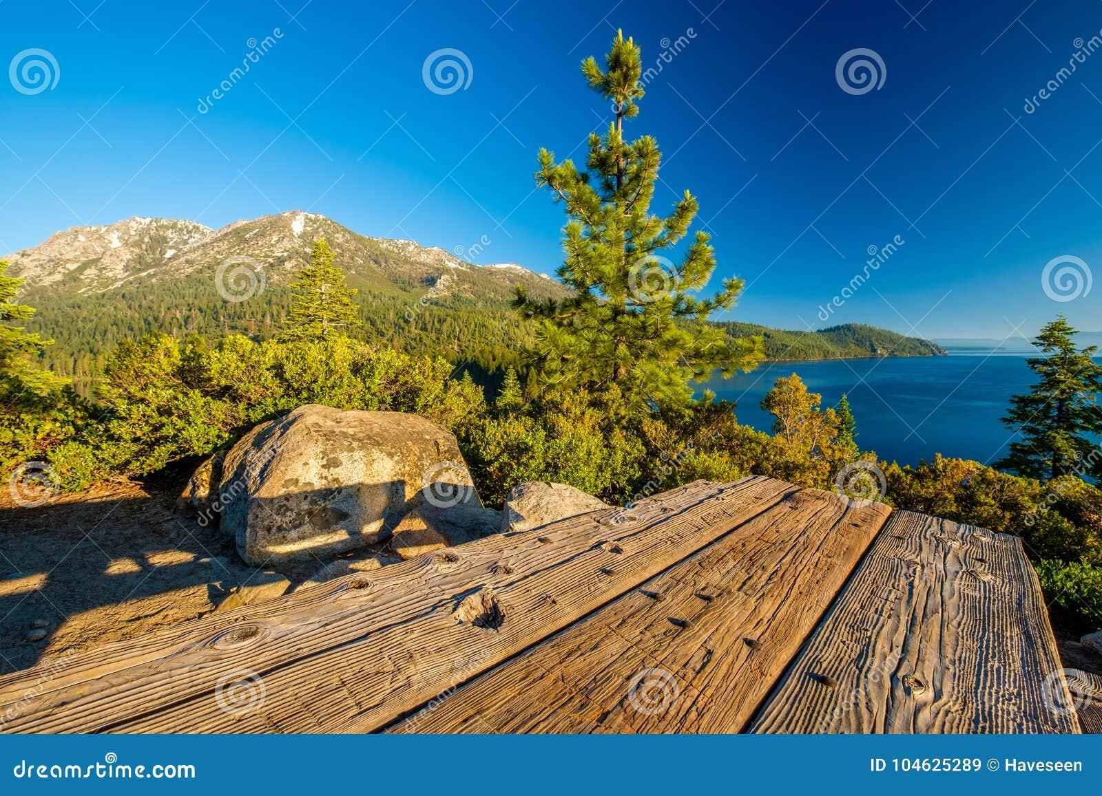 Download Het Landschap Van Meertahoe - Californië, De V.S. Stock Afbeelding - Afbeelding bestaande uit hemel, baai: 104625289