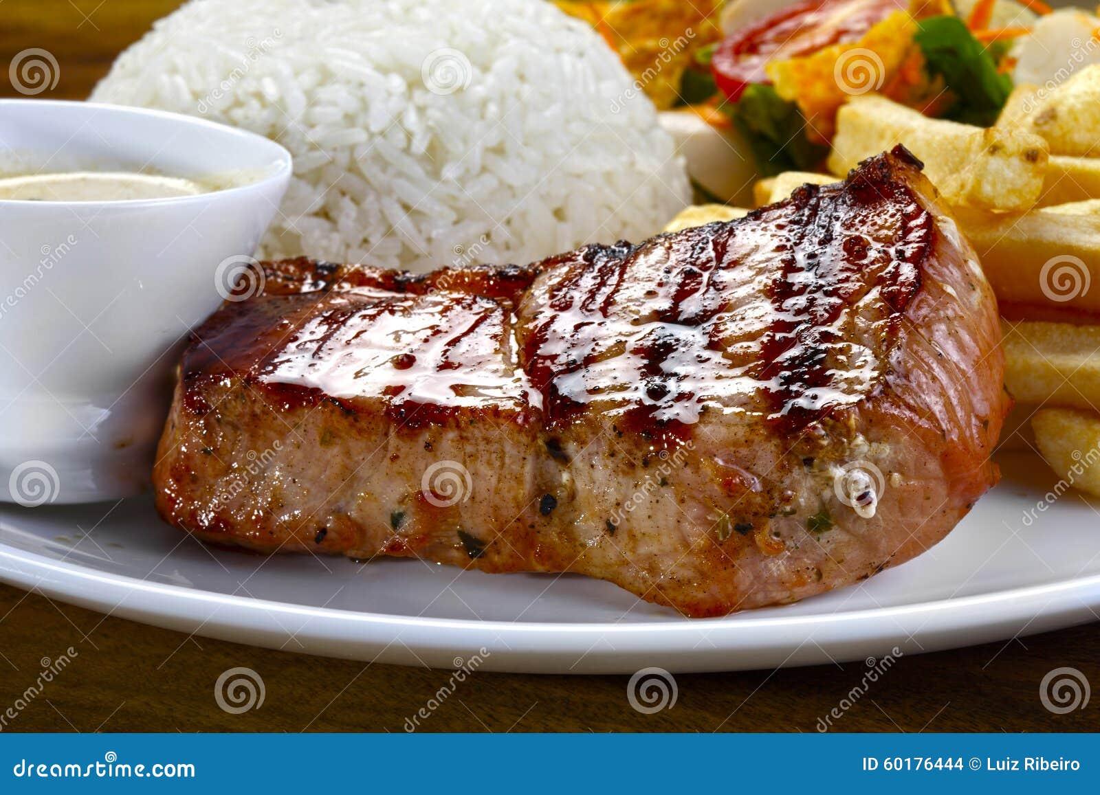 Het lendestuk van het braadstukvarkensvlees op een maaltijd