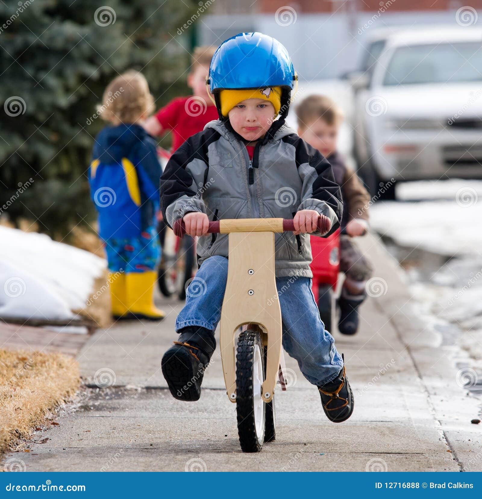 Het leren om een fiets te berijden