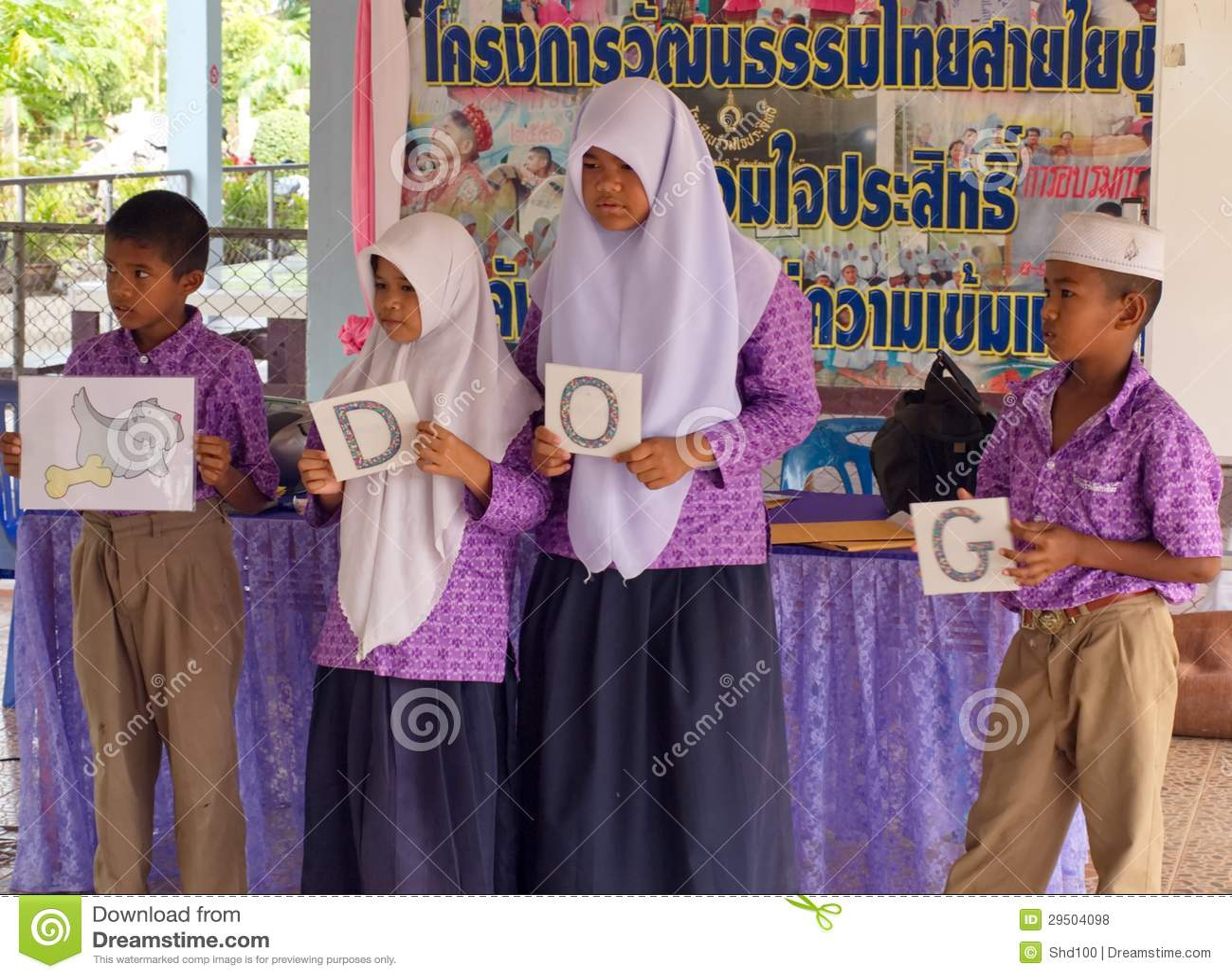 Het lerende Engels in een Moslimgesubsidieerde lage school in Thailand