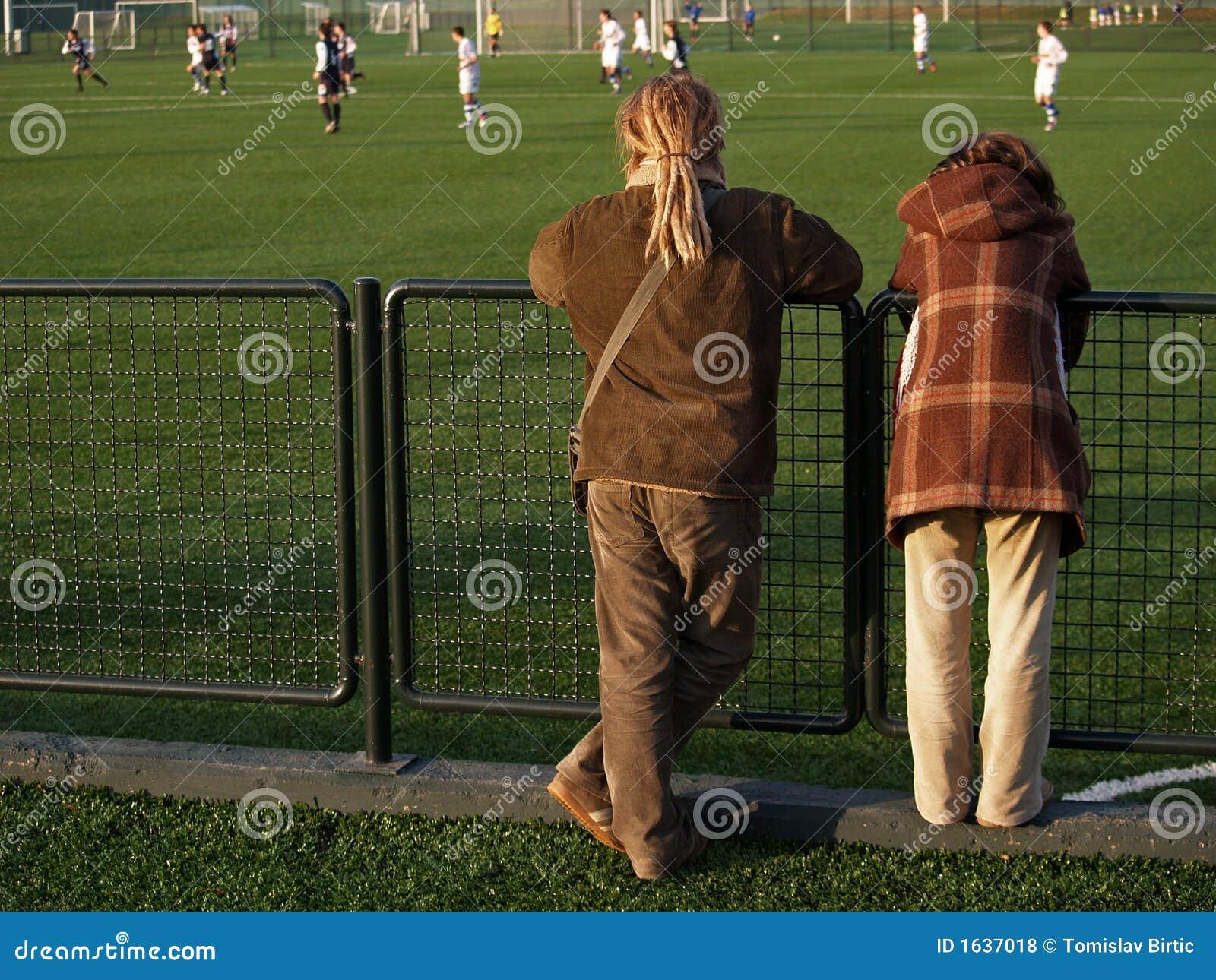 Het Letten op van het paar het Spel van het Voetbal