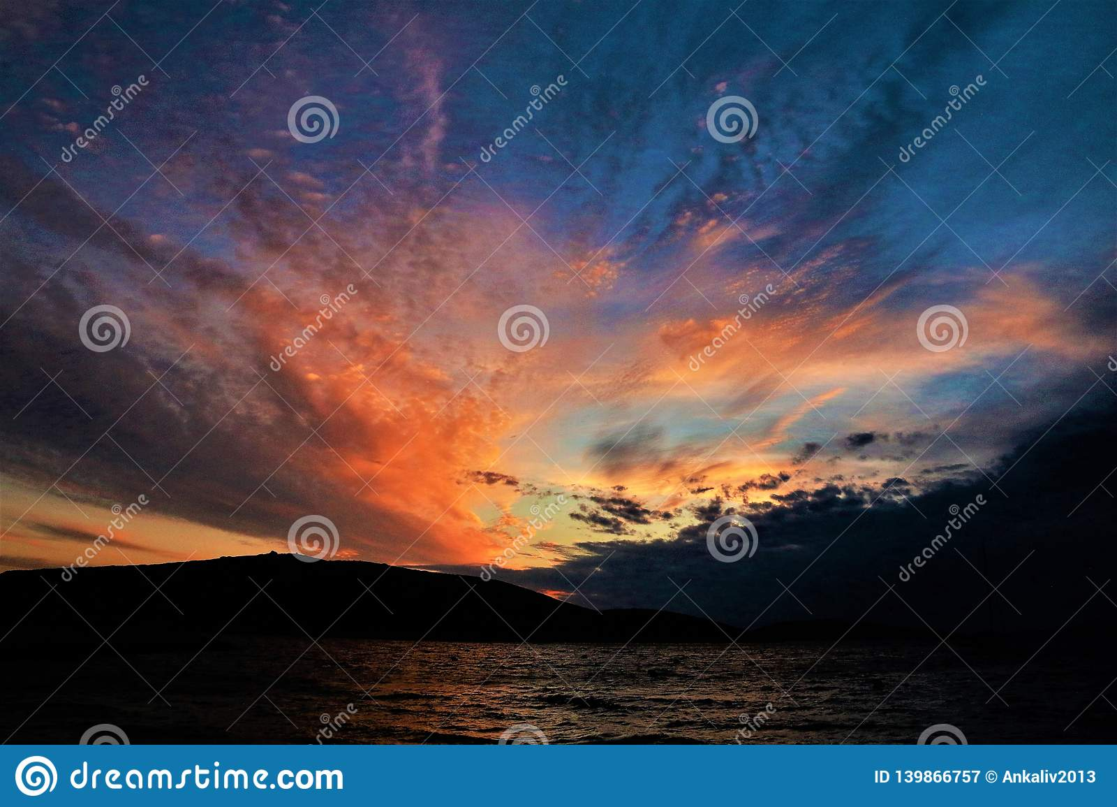 Het leven in het woestijneiland Kornati - de zonsondergang van Kroatië zoals geschilderd
