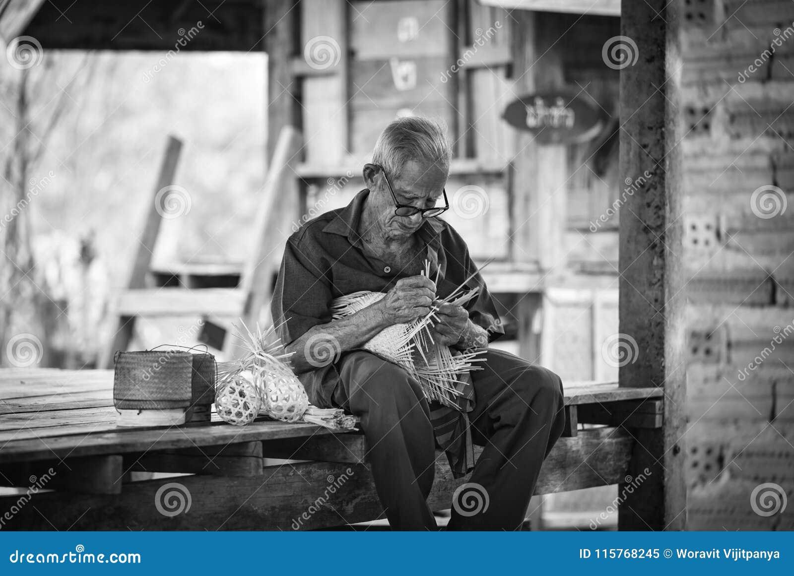 Het levens oude mens van Azië oom Grootvader