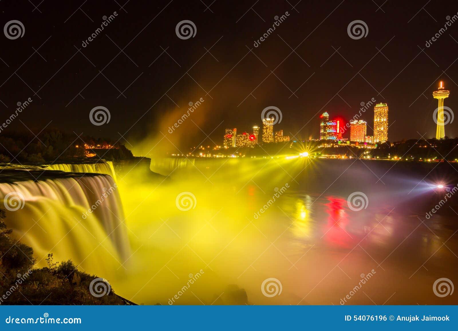 Het licht van Niagaradalingen toont bij nacht, de V.S.