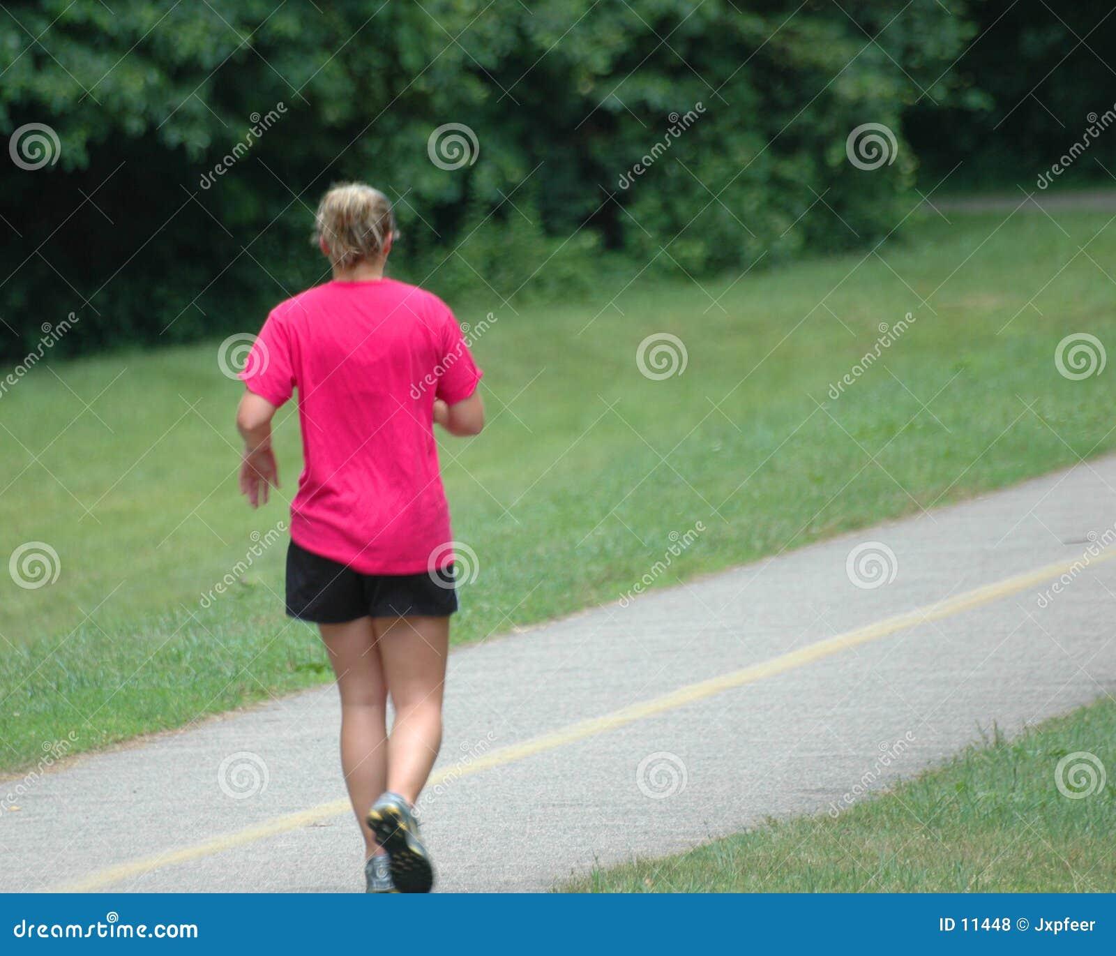 Het lopen van het meisje