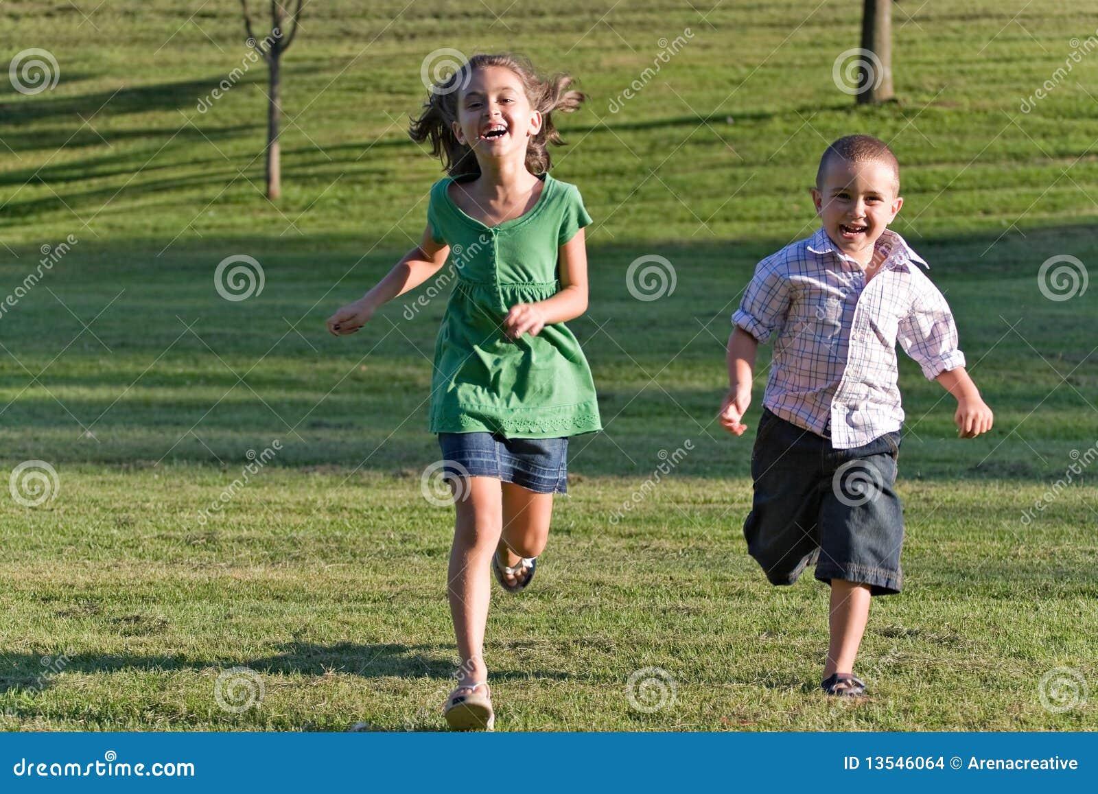 Het Lopen van twee Jonge geitjes
