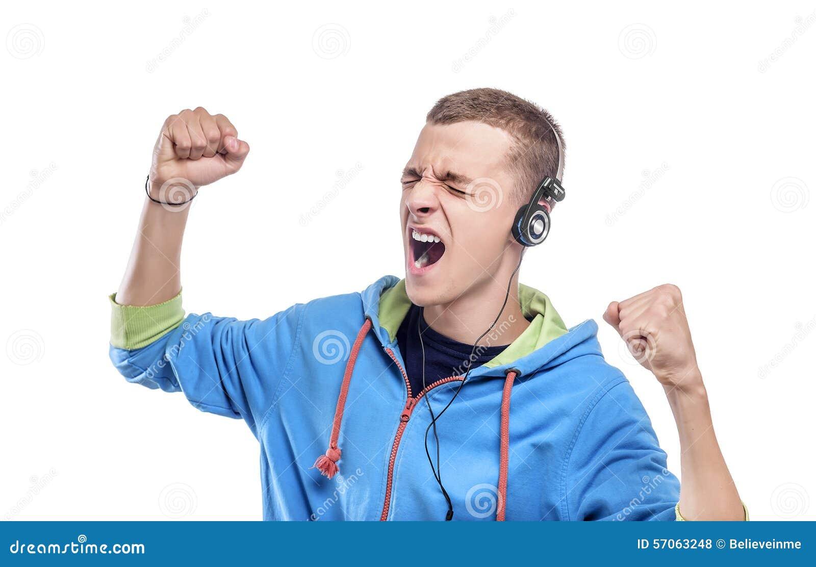 Het luisteren van de mens muziek met hoofdtelefoons