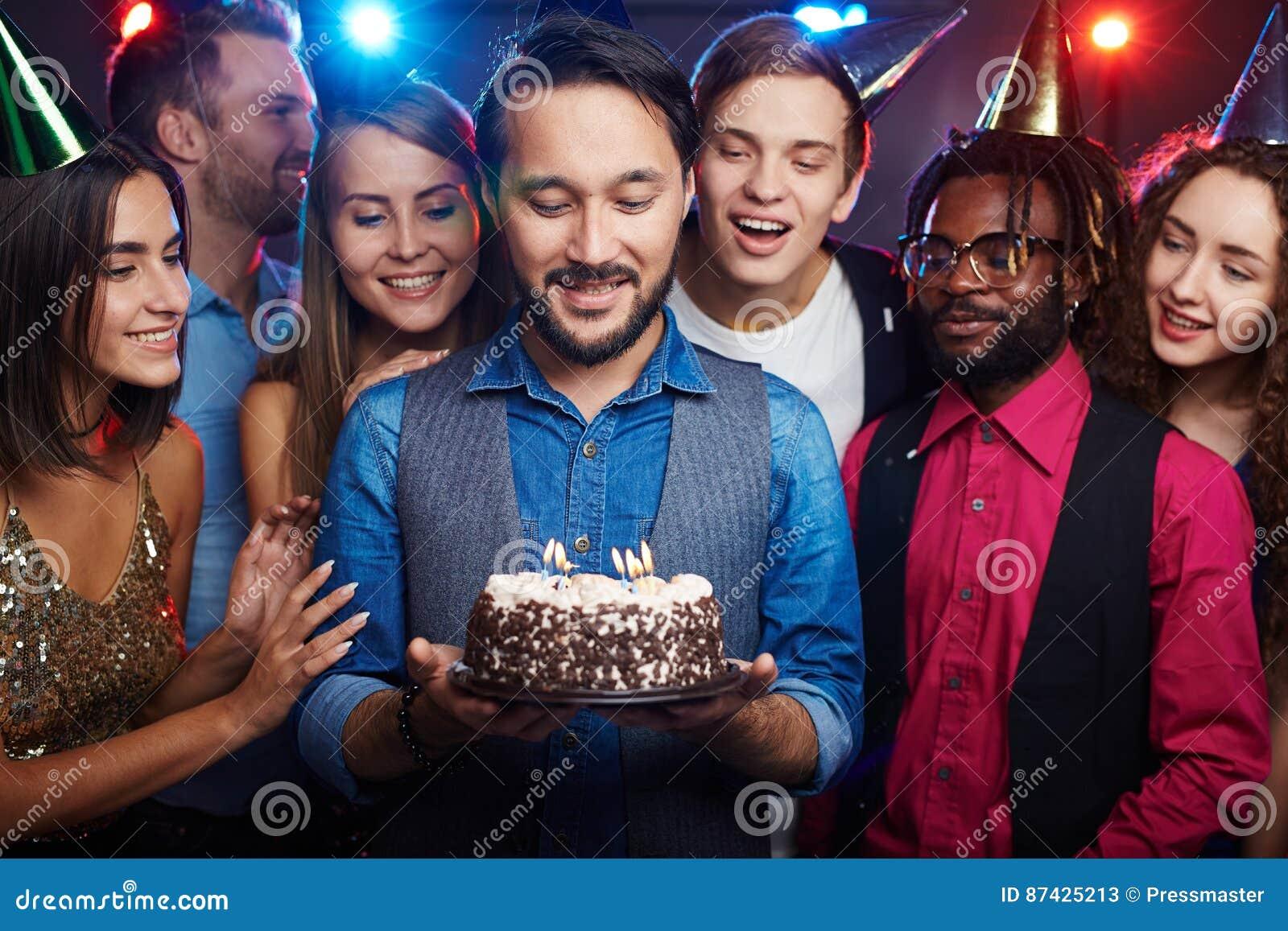 Het maken van wens bij verjaardagspartij