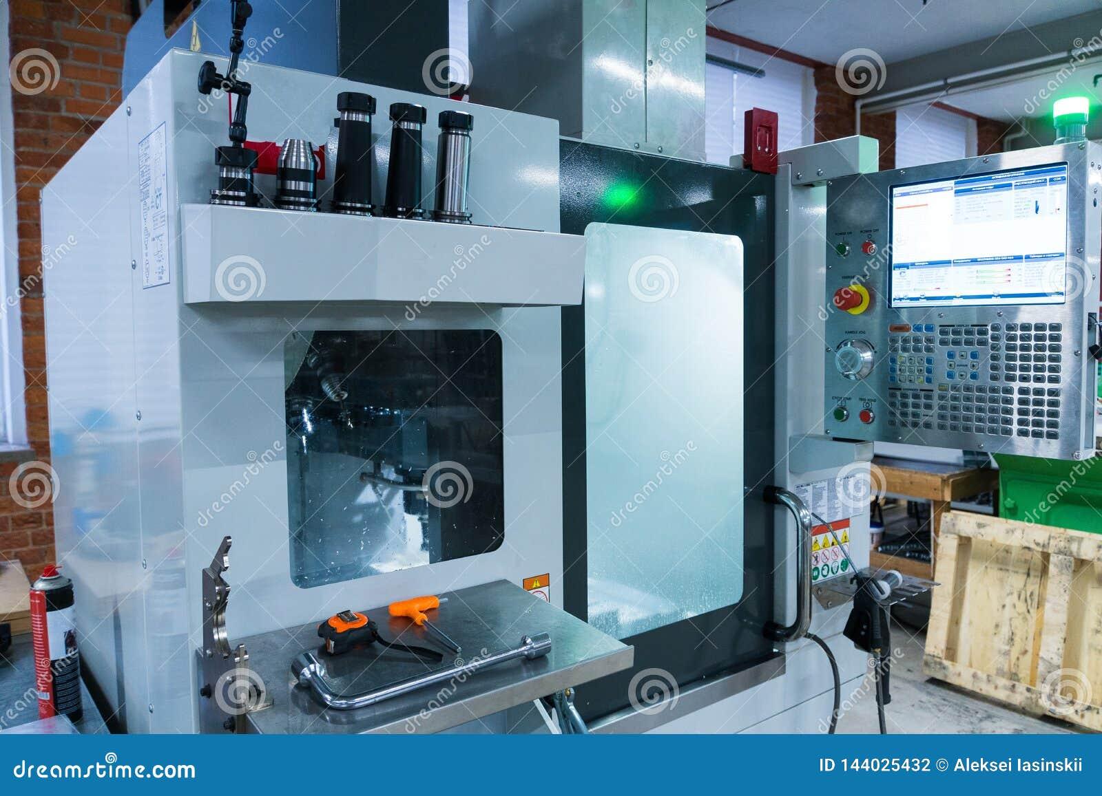 Het malen metaalbewerkend proces Industrieel CNC metaal die door verticale molen machinaal bewerken