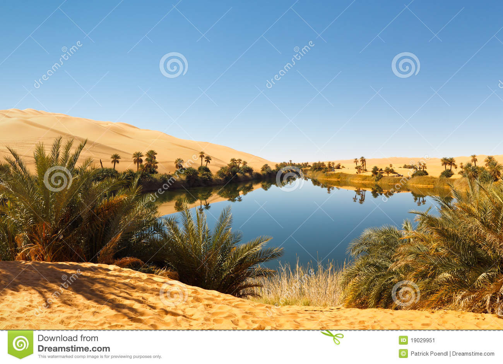 Het Meer van Alma van Umm - de Oase van de Woestijn, de Sahara, Libië