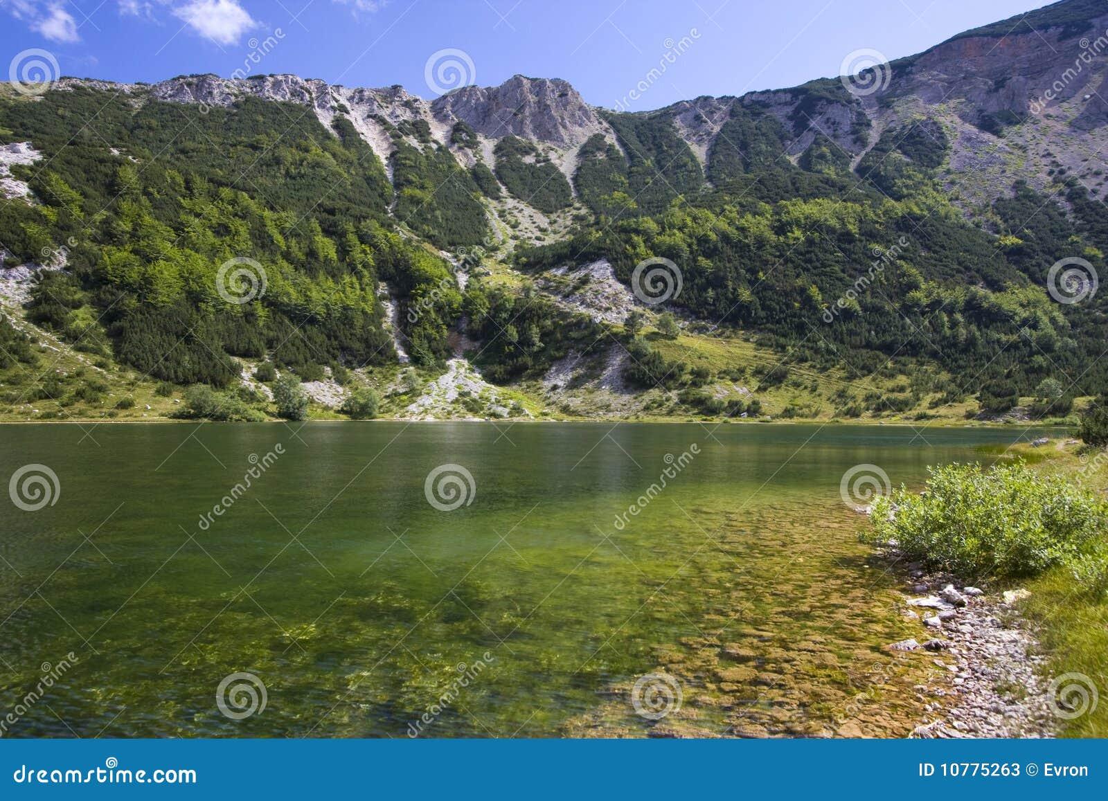 Het meer van Satorsko - in de westelijke gebieden van Bosnia